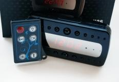 Κάμερα μέσα σε επιτραπέζιο ρολόι με διόδους για νυχτερινή λήψη